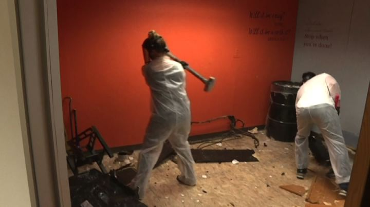 Le 'rage rooms', per spaccare tutto contro lo stress da Covid